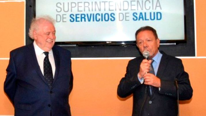 El-ministro-Gines-Gonzalez-Garcia-y-el-titular-de-la-Superintendencia-de-Servicios-de-Salud-Eugenio-Zanarini