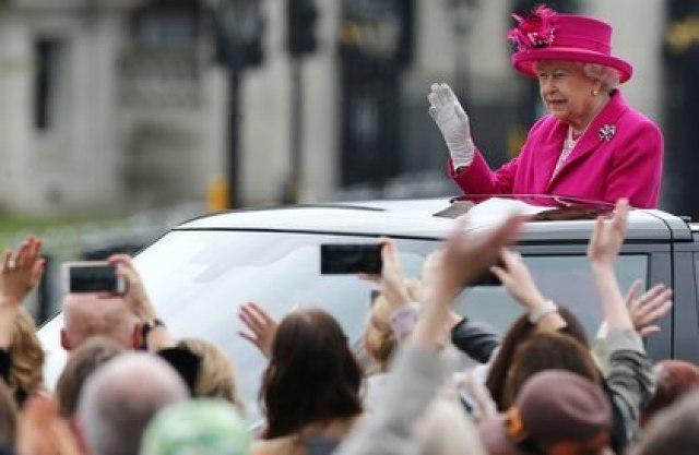 El viernes será el último día de duelo para la Reina. Isabel II continuará sus actividades oficiales. Seguirá viviendo en el palacio de Windsor y viajará al palacio de Buckingham para los actos oficiales