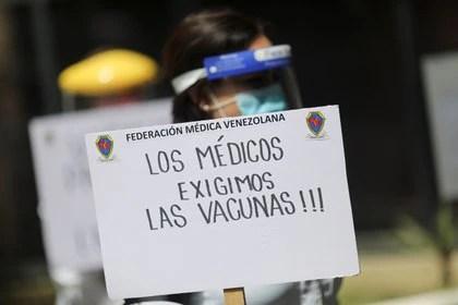 Médicos venezolanos exigen el suministro de vacunas contra el coronavirus (REUTERS/Manaure Quintero)