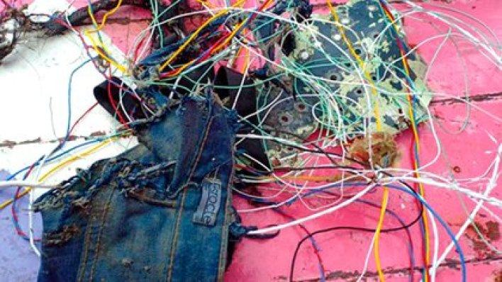 Pescadores afirmaron haber encontrado cables, restos de jeans y teléfonos celulares (@Aviaforaviators)