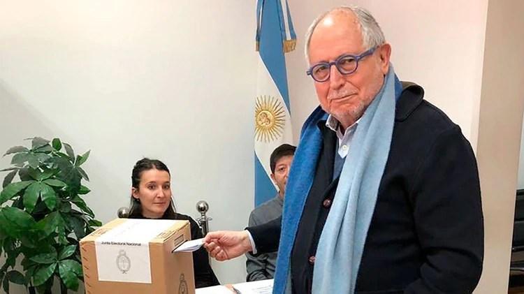El embajador argentino en China, Diego Guelar ya votó (Foto: @diegoguelar)