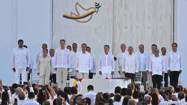 El acto de la primera firma de la paz en Cartagena (AFP)