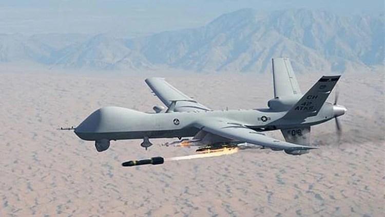 Un MQ-9 Reaper de la Fuerza Aérea de Estados Unidos disparando un misil Hellfire. Los drones, que ya se han convertido en la norma, adelantan el uso de la IA en Defensa
