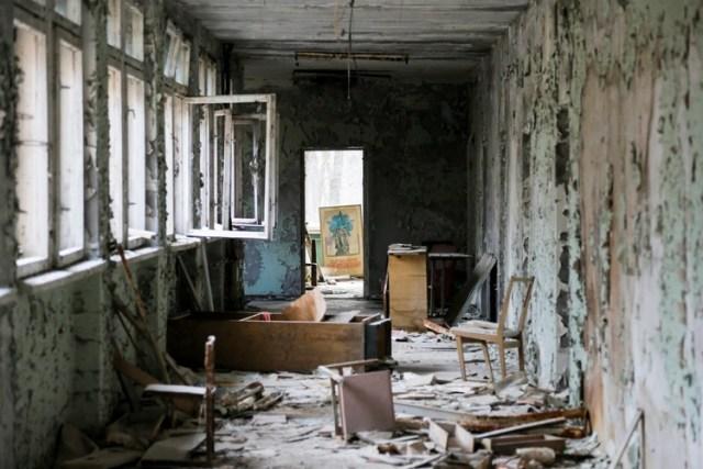 Un edificio abandonado y derruido de Pripyat (AP)