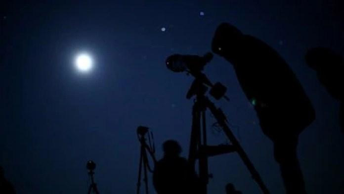La luna llena de noviembre, es conocida por muchos como la luna del castor (Foto: REUTERS/LISI NIESNER)