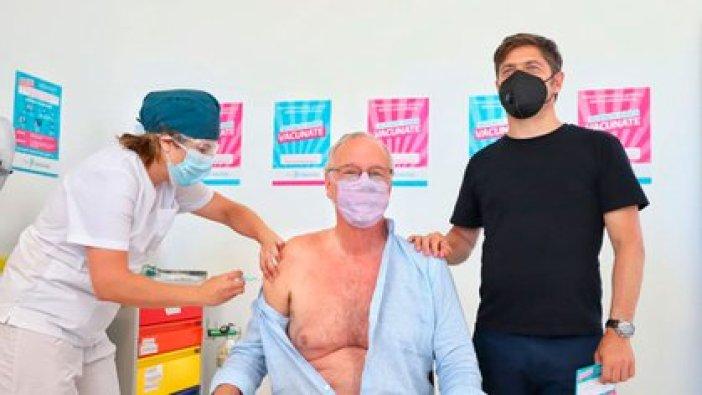 el ministro Gollán recibiendo la vacuna