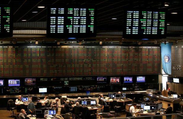 La Bolsa porteña tuvo el lunes una jornada de fuertes bajas (REUTERS/Agustin Marcarian)