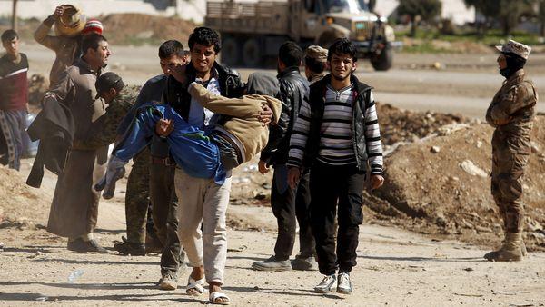 Civiles que intentan escapar a Mosul Oriental son blanco de francotiradores (Reuters)