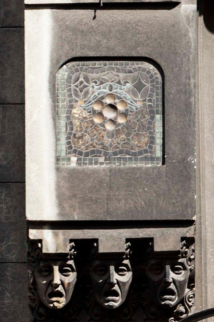 ANTES Y DESPUÉS CONFITERIA DEL MOLINO fachada  caras  y teselas 1