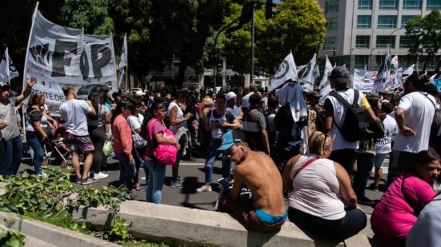 Los movimientos sociales realizaron un acampe en la avenida 9 de Julio la semana pasada (Adrián Escandar)