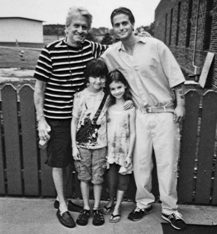 Cameron Douglas, en el centro de detención de Lewisburg, recibió la visita de Michael Douglas y sus hijos menores, Dylan y  Carys. (Michael Douglas Collection, Howard Gotlieb Archival Research Center at Boston University)
