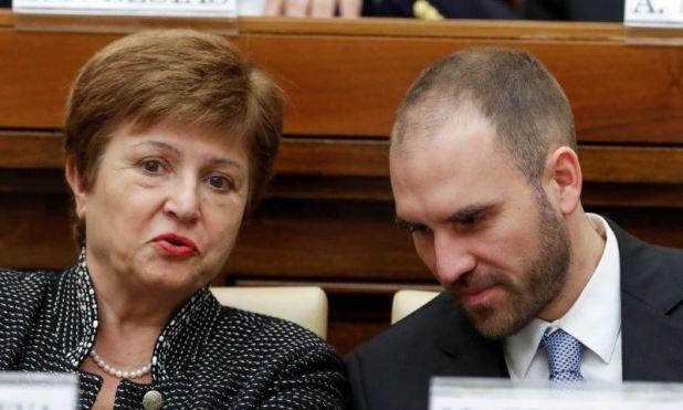 La directora gerente del FMI, Kristalina Georgieva, y el ministro de Economía, Martín Guzmán, asisten a una conferencia en Ciudad del Vaticano.