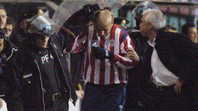 Las Chivas han sido protagonistas de la Copa Libertadores en reiteradas ocasiones. El escupitajo de Jorge Benítez a Adolfo el 'Bofo' Bautista, uno de los más recordados además de la final del 2010 contra el Inter de Portoalegre (Foto: REUTERS/Alejandro Amdan-Telam)