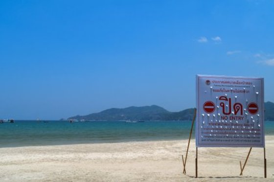 Patong Beach, usually crowded with tourists, was closed during the pandemic (REUTERS / Sooppharoek Teepapan)