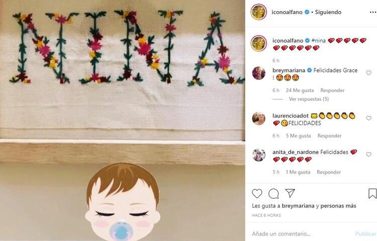 La palabra Nina y los emojis de corazones, todo un símbolo de lo que representa el nacimiento de su primera nieta para Graciela