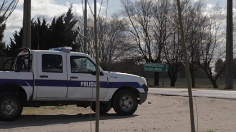 Se sospecha que a Facundo lo maltrató la Policía entre Mayor Buratovich y Teniente Origone: tres testigos aseguraron ver cómo la Policía los subía a una camioneta blanca y negra de la fuerza (Lihueel Althabe)