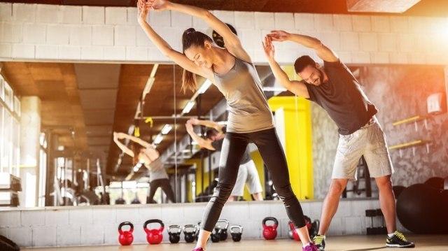 Los profesionales recomiendan realizar al menos 30 minutos de caminata por día (Shutterstock)