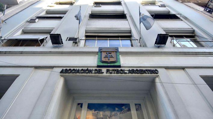 La Asociación del Fútbol Argentino basó su protocolo en el de Conmebol y lo adaptó a partir de las recomendaciones de los profesionales de los clubes