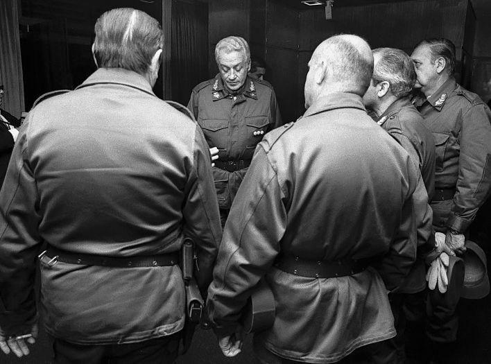 Leopoldo Galtieri y los generales durante la guerra de Malvinas (Víctor Bugge)