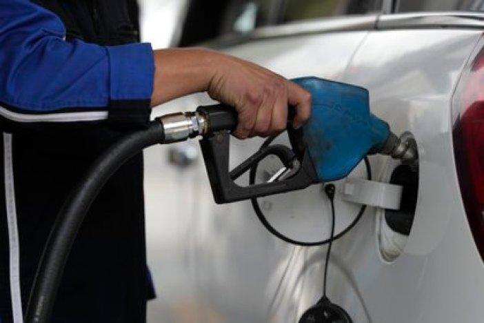 El impuesto sobre los Combustibles y al Dióxido de Carbono  ascenderían a $287.329 millones (EFE/ Bienvenido Velasco/Archivo)