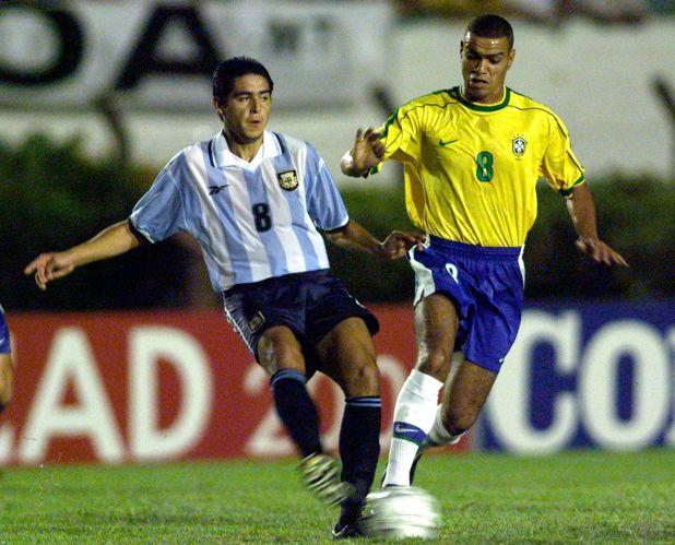 Juan Román Riquelme contra Brasil, en su último partido en el preolímpico Sub 23 del 2000 (Reuters)