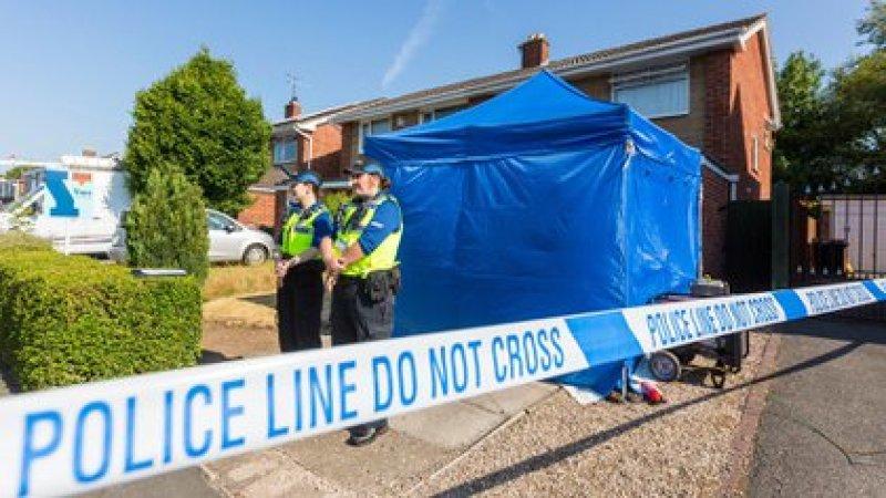 La Policía de Cheshire registra la vivienda de Lucy Letby cuando fue detenida por primera vez, en una foto de archivo julio de 2018 (Shutterstock)