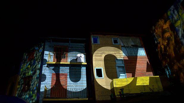 Un show de luces hizo proyectar la marca Boca en pleno Caminito (Gustavo Gavotti)
