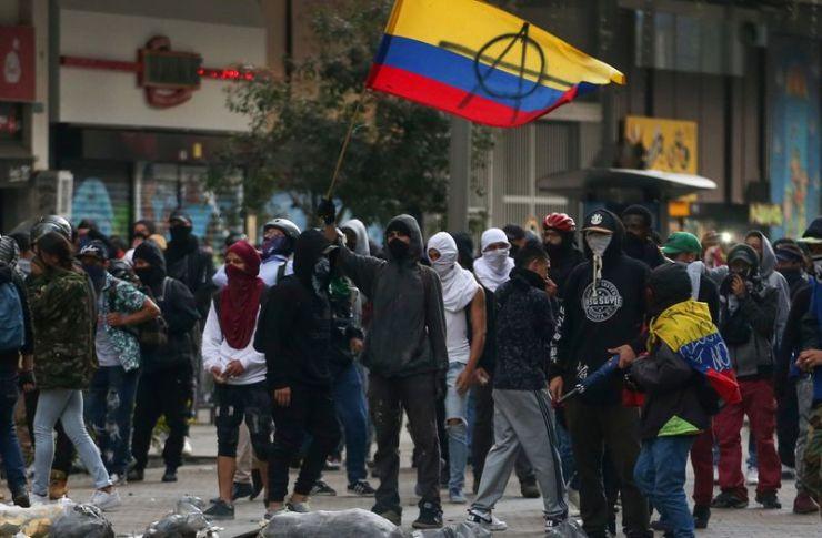 Manifestantes participan en una protesta contra las políticas económicas y sociales del presidente de Colombia, Iván Duque, en Bogotá, Colombia, 21 de enero, 2020. REUTERS/Luisa González