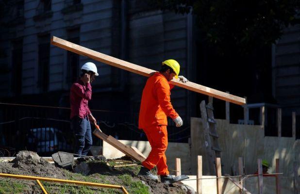 Por generación de empleo e impacto en los sectores de menores ingresos, el gobierno busca activar el sector de la construcción REUTERS/Marcos Brindicci