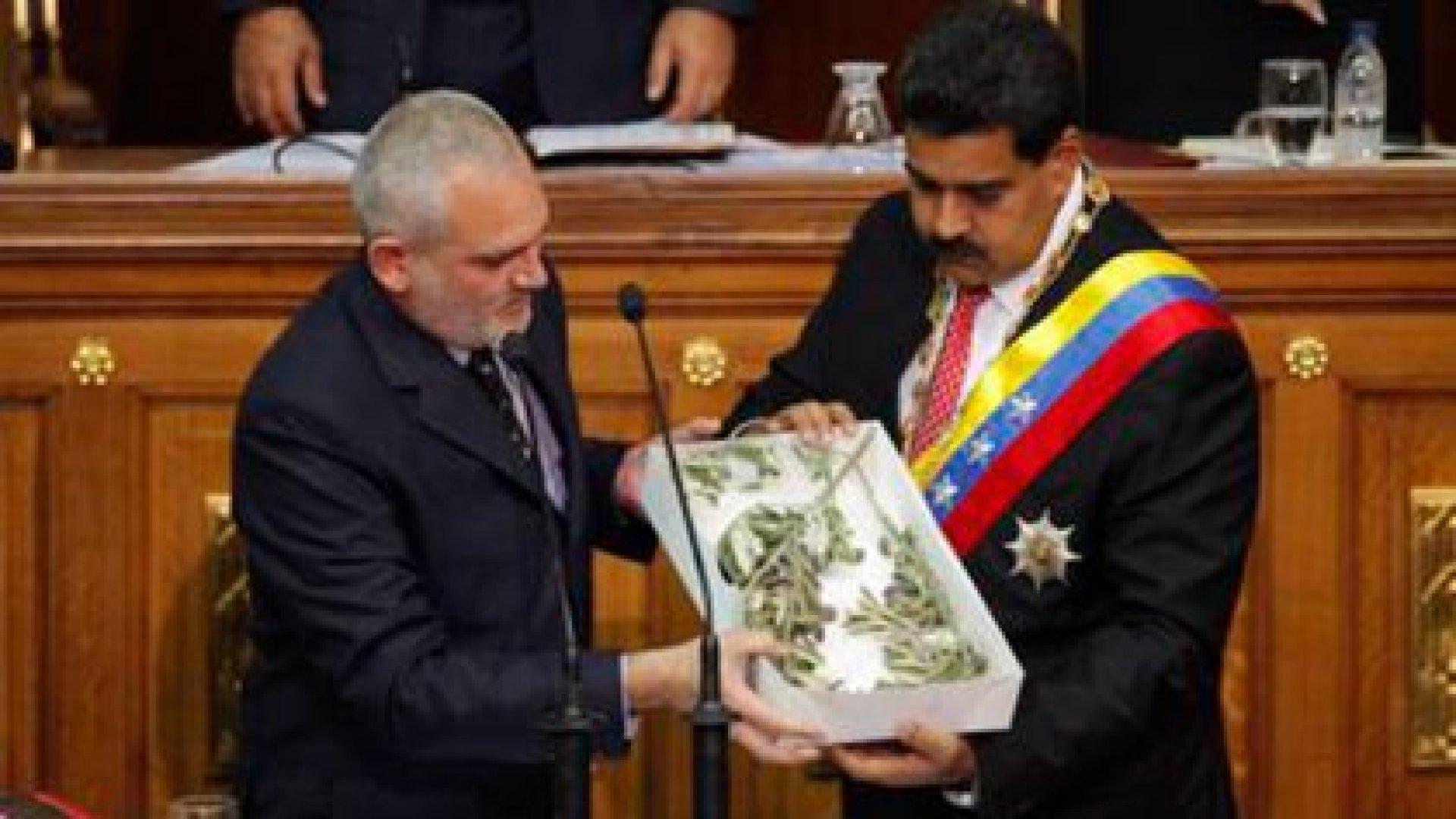 Adel El Zabayar junto a Nicolás Maduro