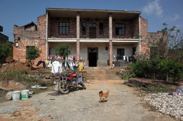 El dinero hecho en Shenzhen permitió a las familias del condado de Leiyang construir casas más grandes (The Washington Post / Gerry Shih)