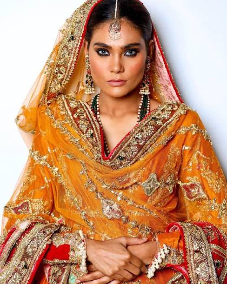 La modelo asistió a un funeral y estaba de regreso en Karachi para una pasarela virtual (Foto: Instagramzaraabidofficial)