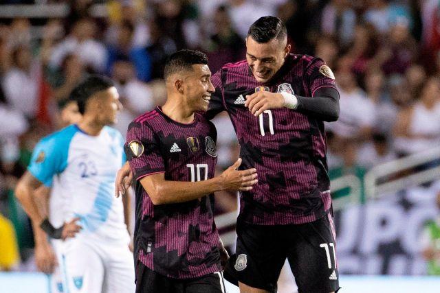 Rogelio Funes Mori y Orbelín Pineda anotaron los dos goles del partido de la Copa Oro entre Guatemala y México en el estadio Cotton Bowl en Dallas (Foto: Carlos Ramírez/EFE)