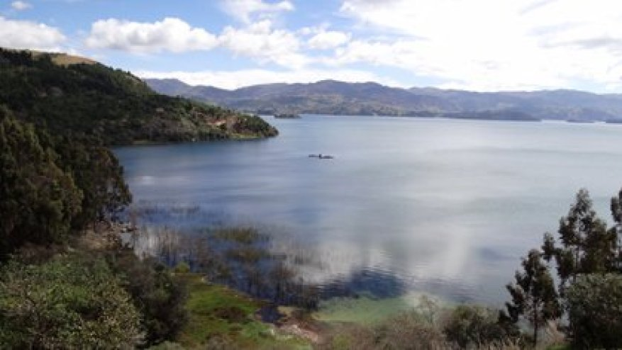 With a surface area close to 55 square kilometers, Tota is the largest lake in Colombia and the second navigable lake located at the highest altitude in South America (3,015 meters above sea level).  Photo: Wikicommons / Petruss