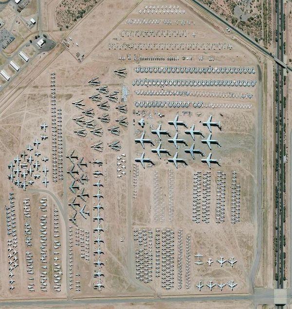 La mayor instalación de almacenamiento y conservación de aeronaves del mundo se encuentra en la Base de la Fuerza Aérea Davis-Monthan en Tucson, Arizona. El cementerio —operado por el 309º Grupo de Mantenimiento y Regeneración Aeroespacial— contiene más de 4.400 aviones militares y gubernamentales estadounidenses ya retirados
