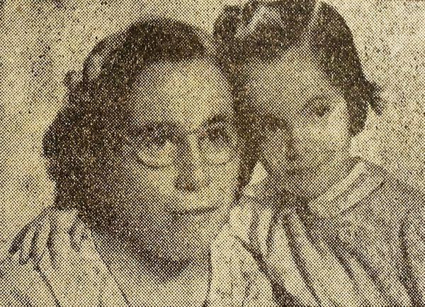 Nelly Rivas, a los cinco años, junto a su madre