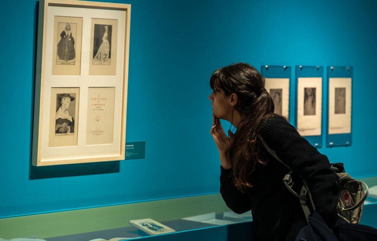La exhibición da cuenta además de las ilustraciones que realizó para diferentes libros (Hugo Serra/Télam)