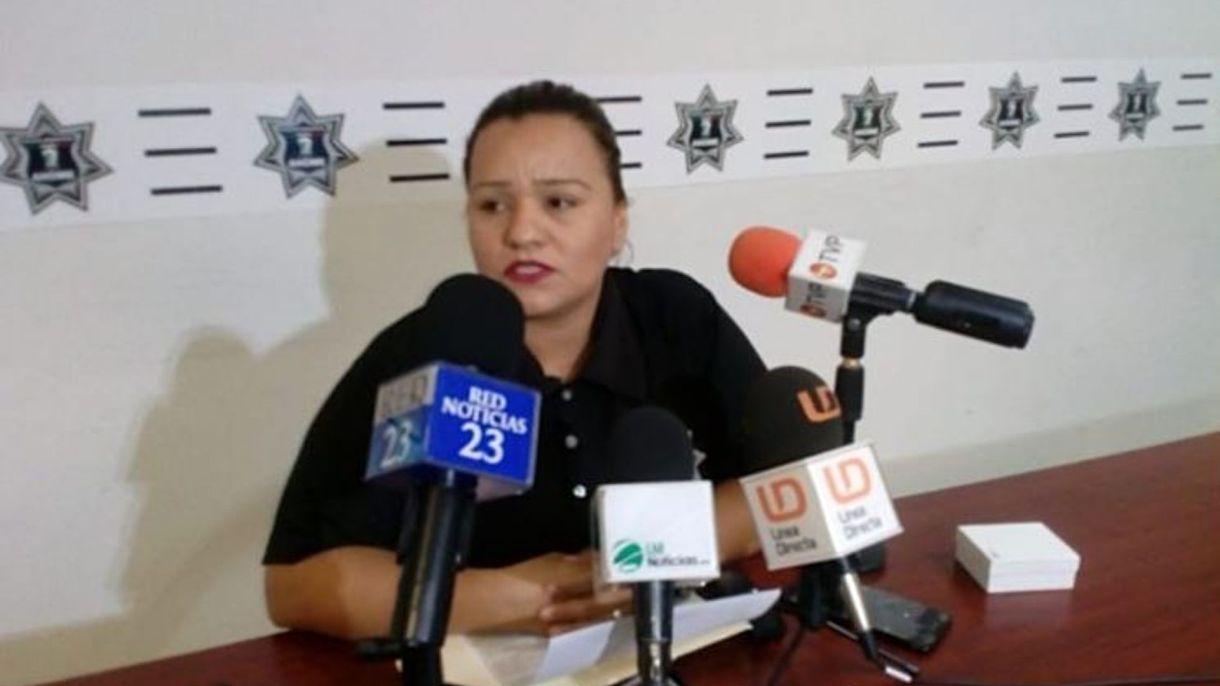 La agente Rosario Dignora, durante una conferencia de prensa (Foto: Especial)