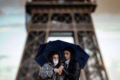 """La situación es """"crítica"""" en Francia, dijo Jean-François Delfraissy, presidente del consejo científico que asesora al gobierno de Emmanuel Macron (EFE/ Ian Langsdon)"""
