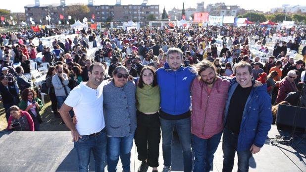 Itai Hagman junto a Máximo Kirchner y referentes del Frente Patria Grande durante la campaña electoral del Frente de Todos.