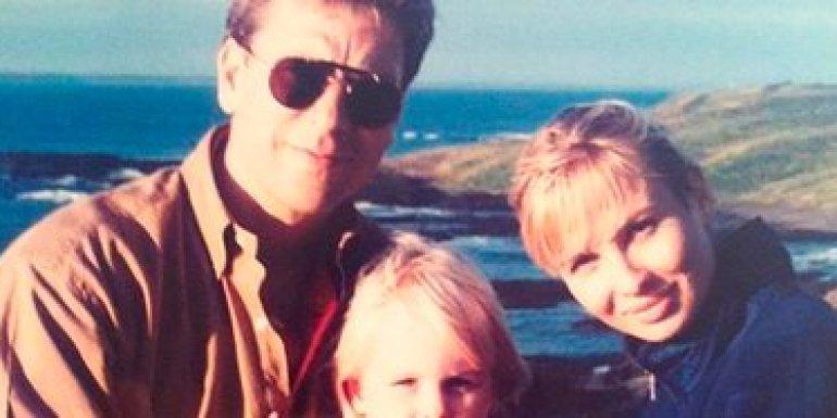 Philip Adkins, el primer marido de Corinna Larsen, y su hija Anastasia