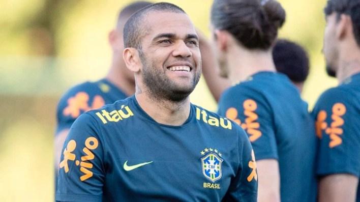 Dani Alves quedó libre del PSG (@danialves)
