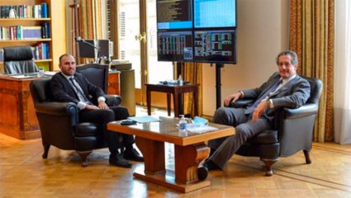 Martín Guzmán y Miguel Pesce autorizaron el acceso al mercado de divisas a las petroleras