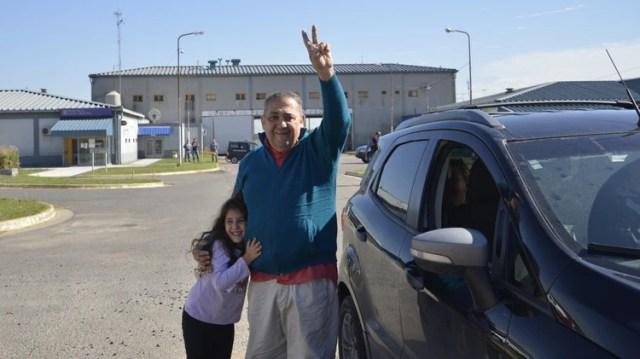 El día que D'Elía fue liberado de la cárcel de Marcos Paz en la causa del memorándum con Irán (foto Gustavo Gavotti)
