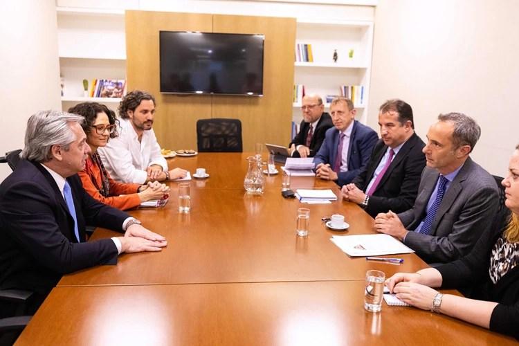 Alberto Fernández junto a Cecilia Todesca y Santiago Cafiero recibieron a la delebación del Banco Mundial encabezada por el director Jordan Schwartz