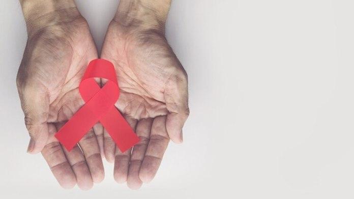 La única manera de saber si alguien contrajo el VIH es a través de un test que consiste en un análisis de sangre (Shutterstock.com)
