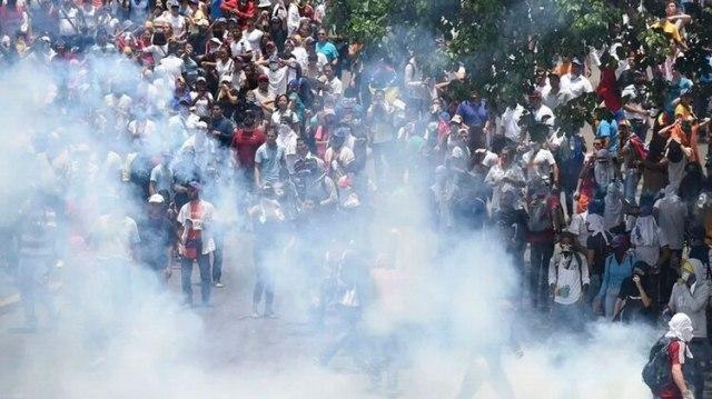 El gobierno venezolano vulnera todas las convenciones internacionales al utilizar bombas lacrimógenas vencidas