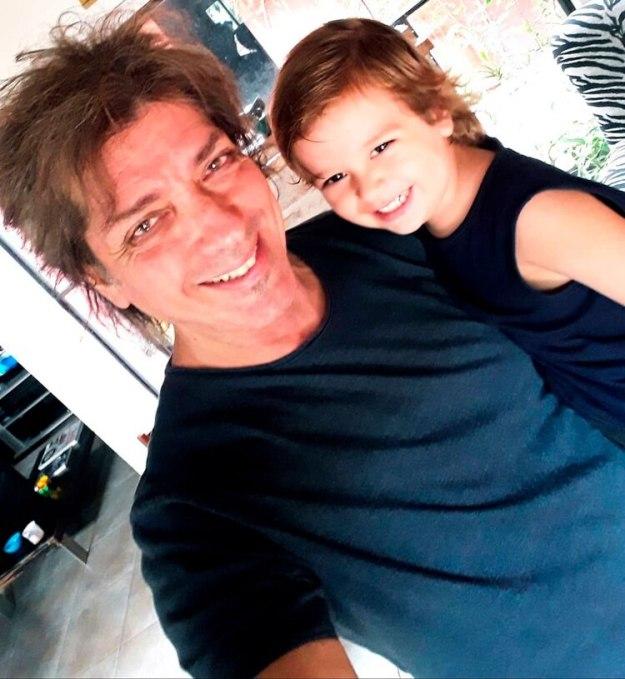 Gustavo junto a su hijo Pedro (Instagram @gustavoguillenok)