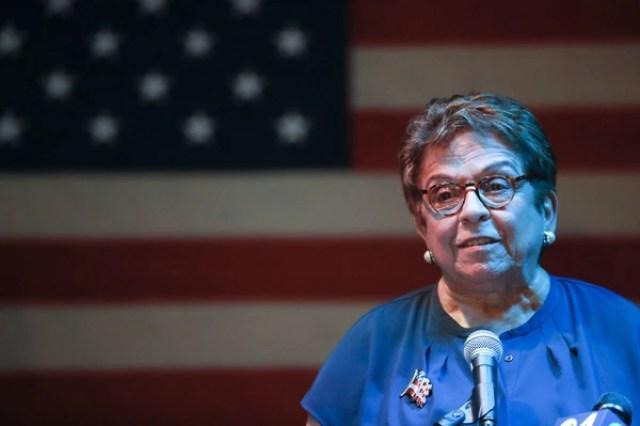 La demócrata Donna Shalala se quedó con la banca de la republicana Ileana Ros-Lehtinen.