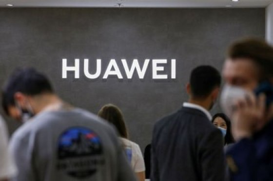 PHOTO THE ARCHIVO: The Huawei logo tip and the tecnológico IFA celebrada in Berlin, Germany, the 3 September 2020. REUTERS / Michele Tantussi